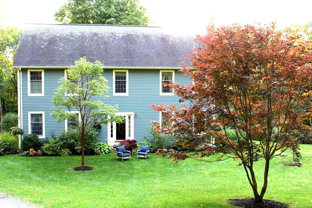 Nestled in Nature in the Southern Berkshires - Sharon - Huis