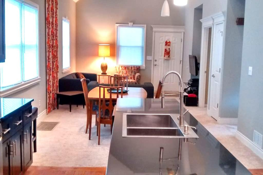 Fully Renovated KCK Vacation Home - Kansas City - Casa