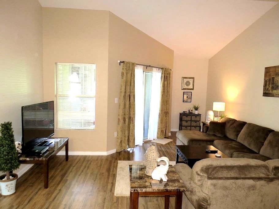 Clearwater Beach, Stylish 1BD Condo in the Avalon - Clearwater