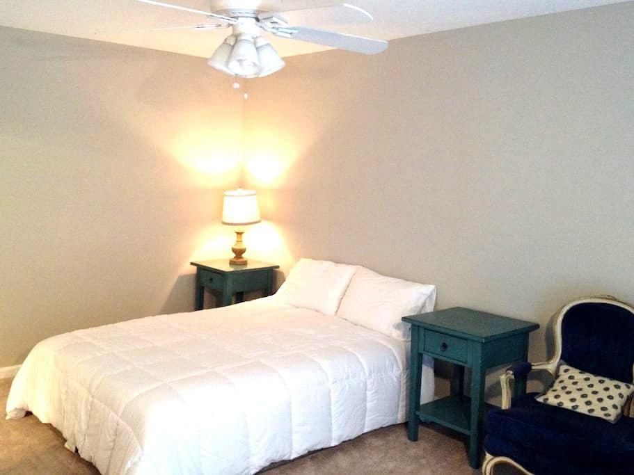 Cozy Master Bedroom Suite - Ooltewah - Dům