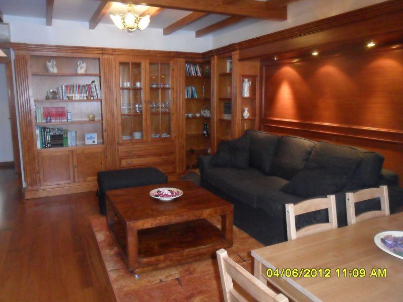 Salón con muebles confortables.// Comfortable furniture in the lounge.