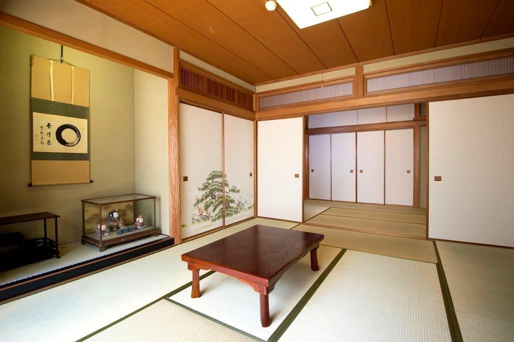 Kamakura Sta. 1min  鎌倉駅徒歩1分 広い和室と見晴らしの良い屋上スペース - Kamakura-shi