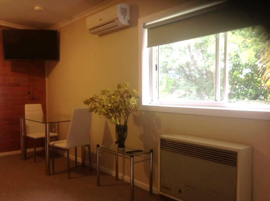 One bedroom apartment , Central - Albury - Huoneisto