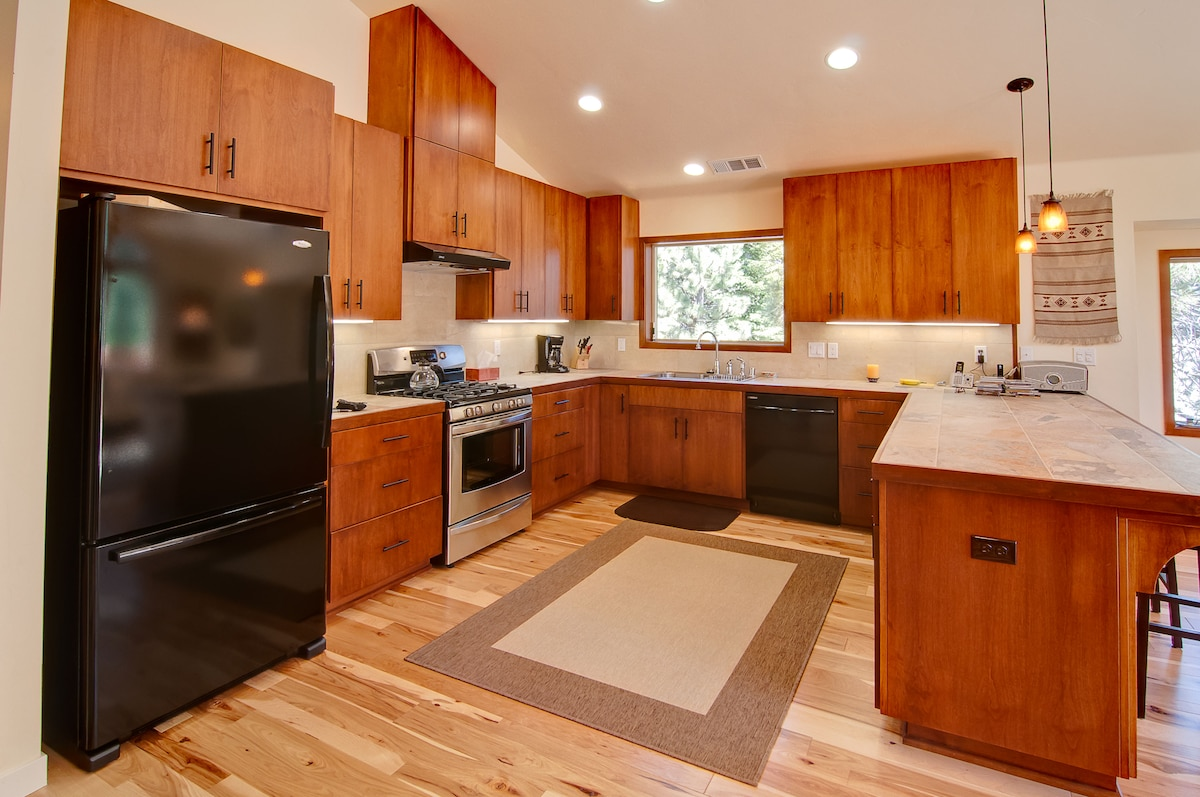 Fully equipped gourmet kitchen with all new appliances and silent dishwasher