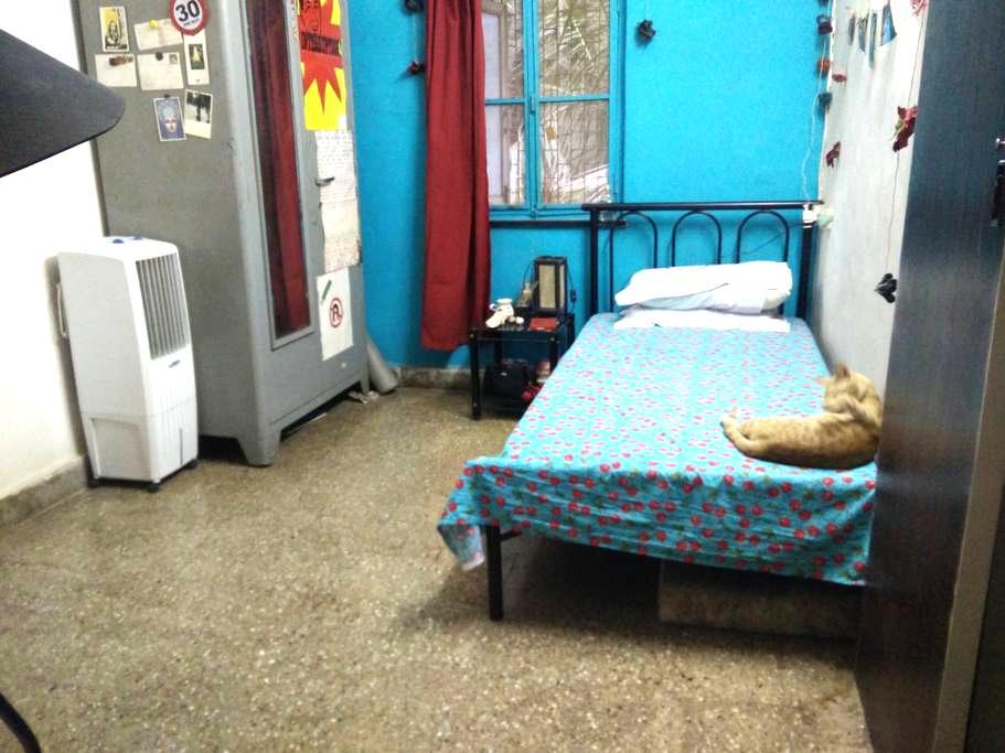 Cozy, Quite Room in Bandra East - Mumbai - Apartamento