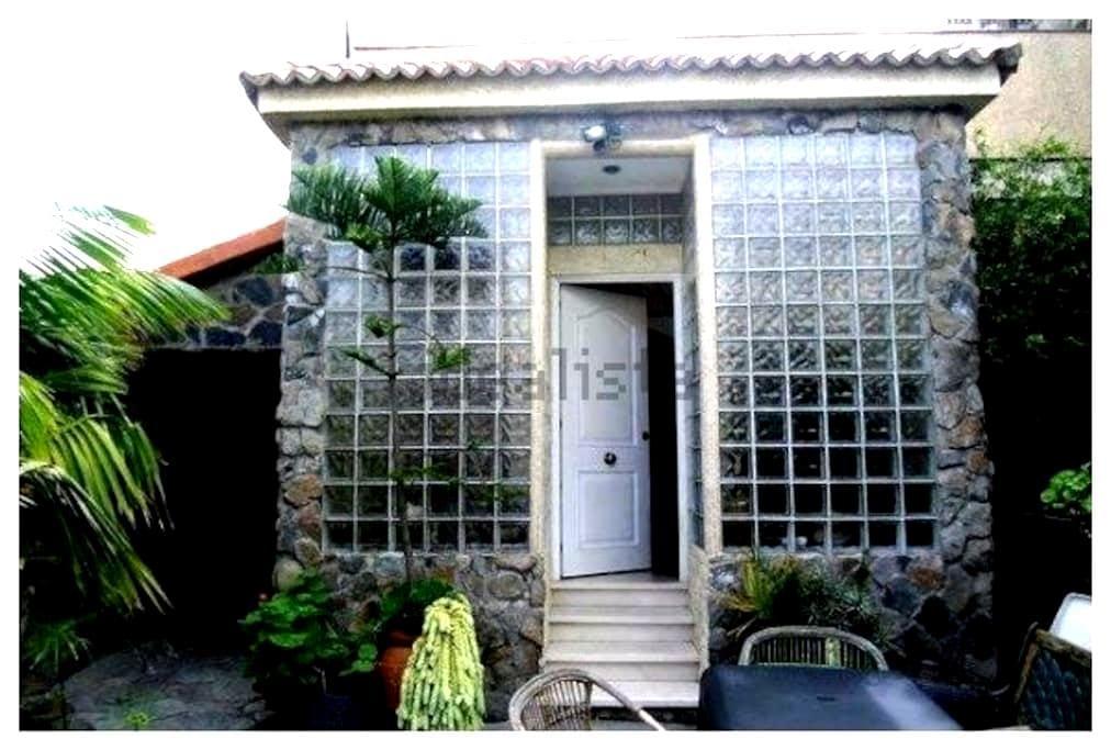 En casa chalet -Habitacion vista jardin - Tafira Baja - Rumah