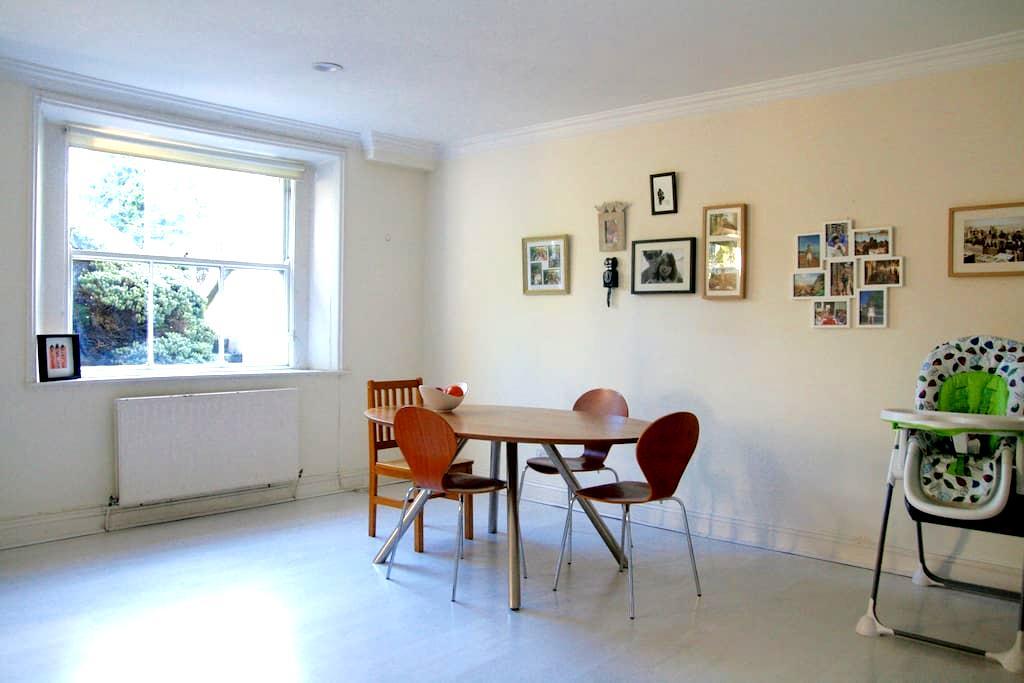 Cosy Double Room in Ballsbridge D4 - Ballsbridge - Bed & Breakfast