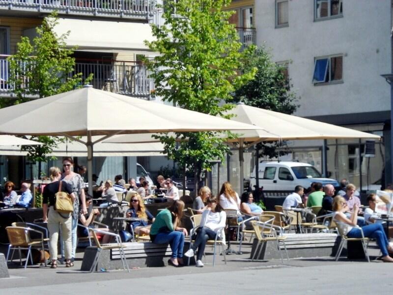 There are many bars and restaurants in the area surrounding the apartment.