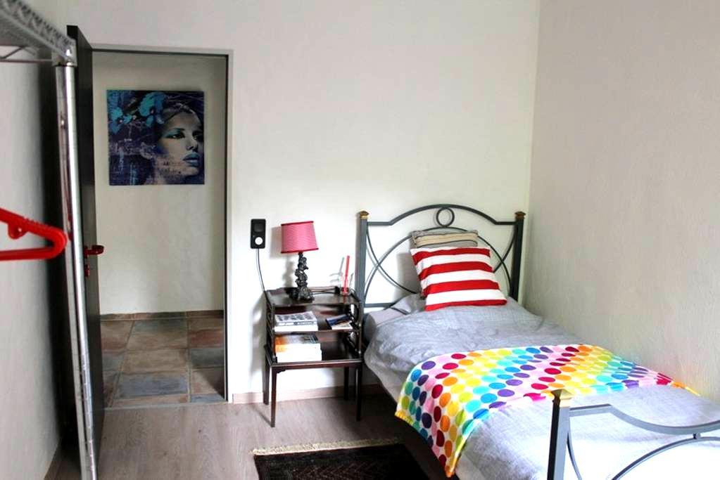 Very Quiet Room in 40699 Erkrath  Near A3-A46! - Erkrath - Byhus