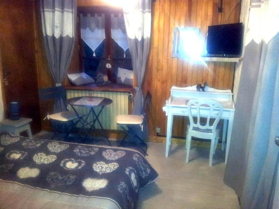 Chambre dans grande maison(avec sa salle de bains) - Villarodin-Bourget