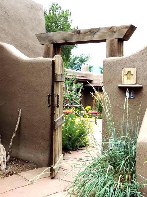Traditional Adobe Casita - Ranchos de Taos - House