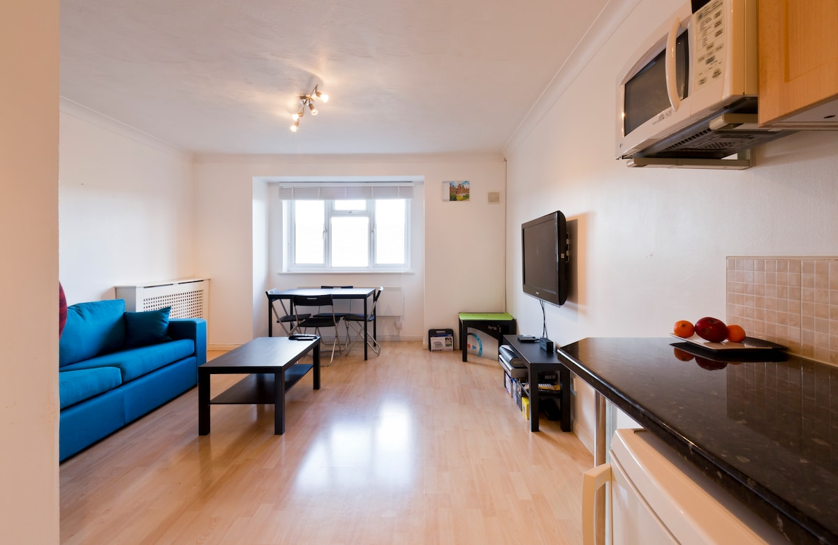Private 2 Bed close to Heathrow Apt