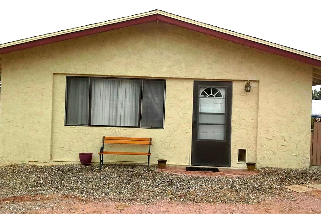 Clean, quaint one bedroom guesthous - Cottonwood - Hus