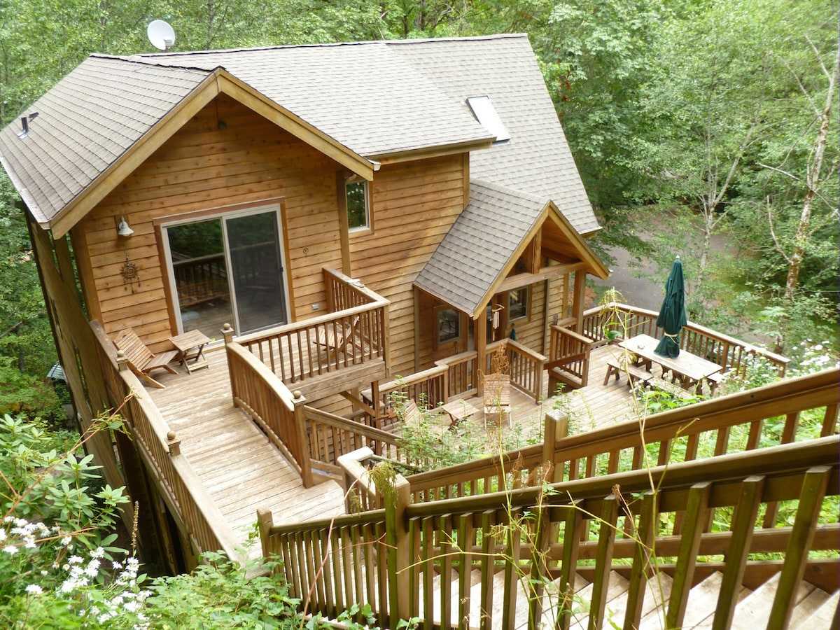 Take the stairs up to the middle and upper terraces for horseshoes and the fire pit