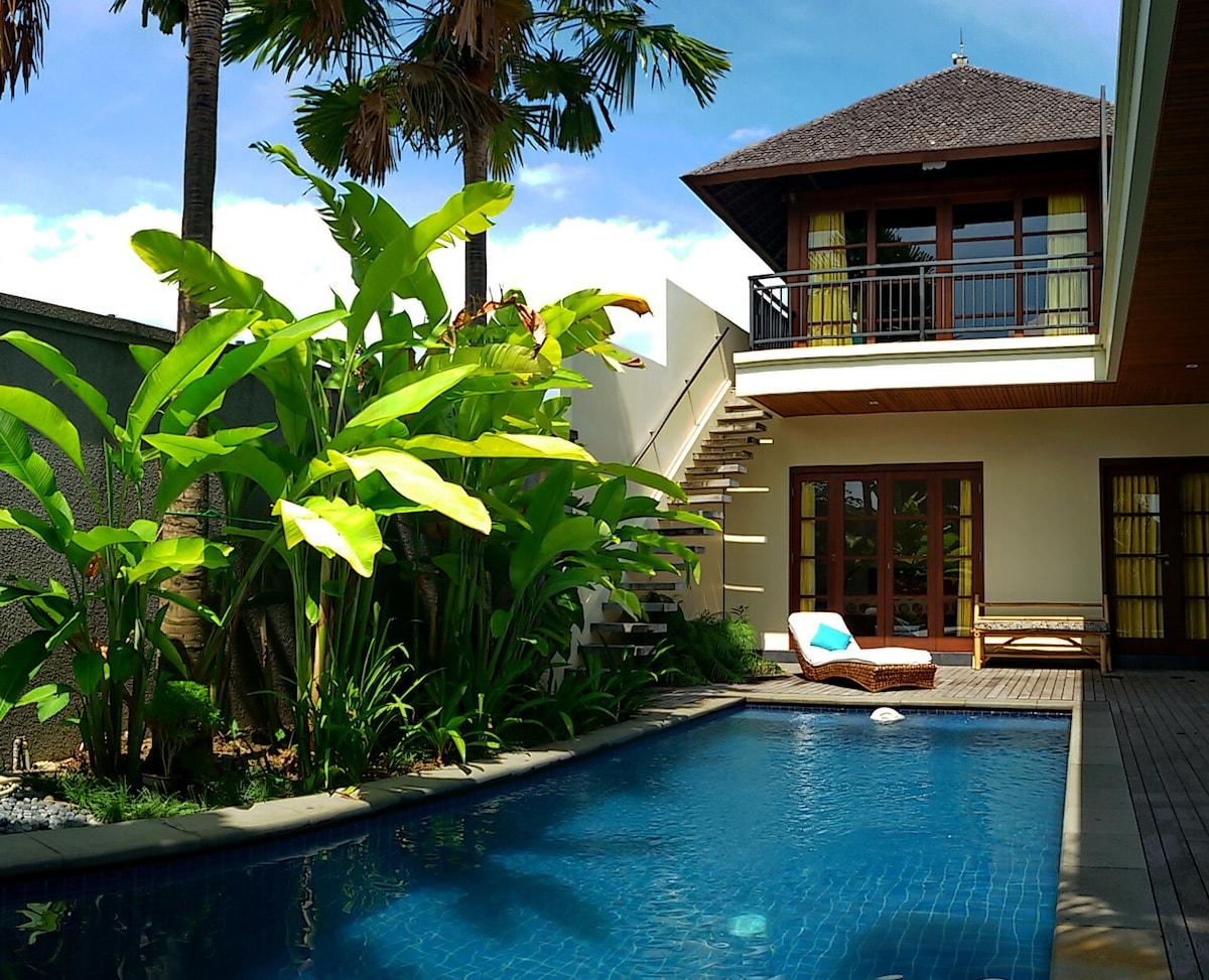 Sunshine room with pool