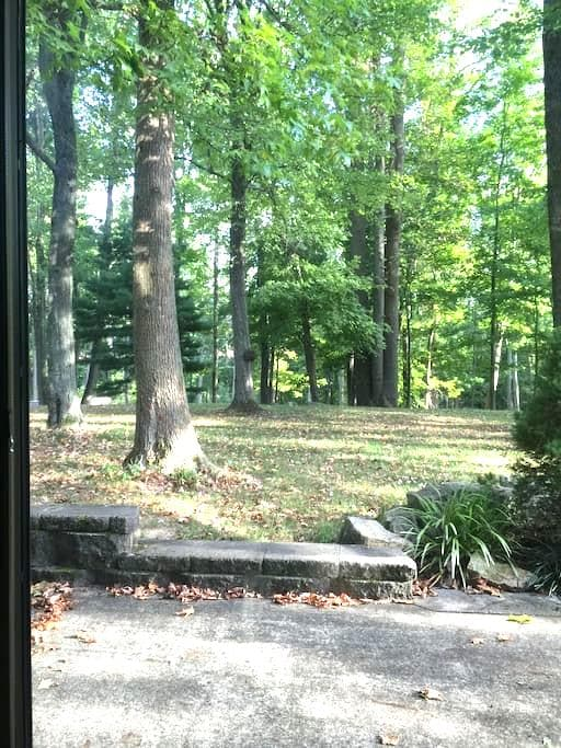 Wooded get-away btwn NYC and PHILLY- epic backyard - Monroe Township