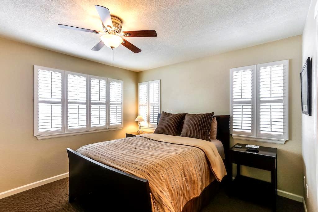 Modern Home - Private Room & Bath - Denver - Hus