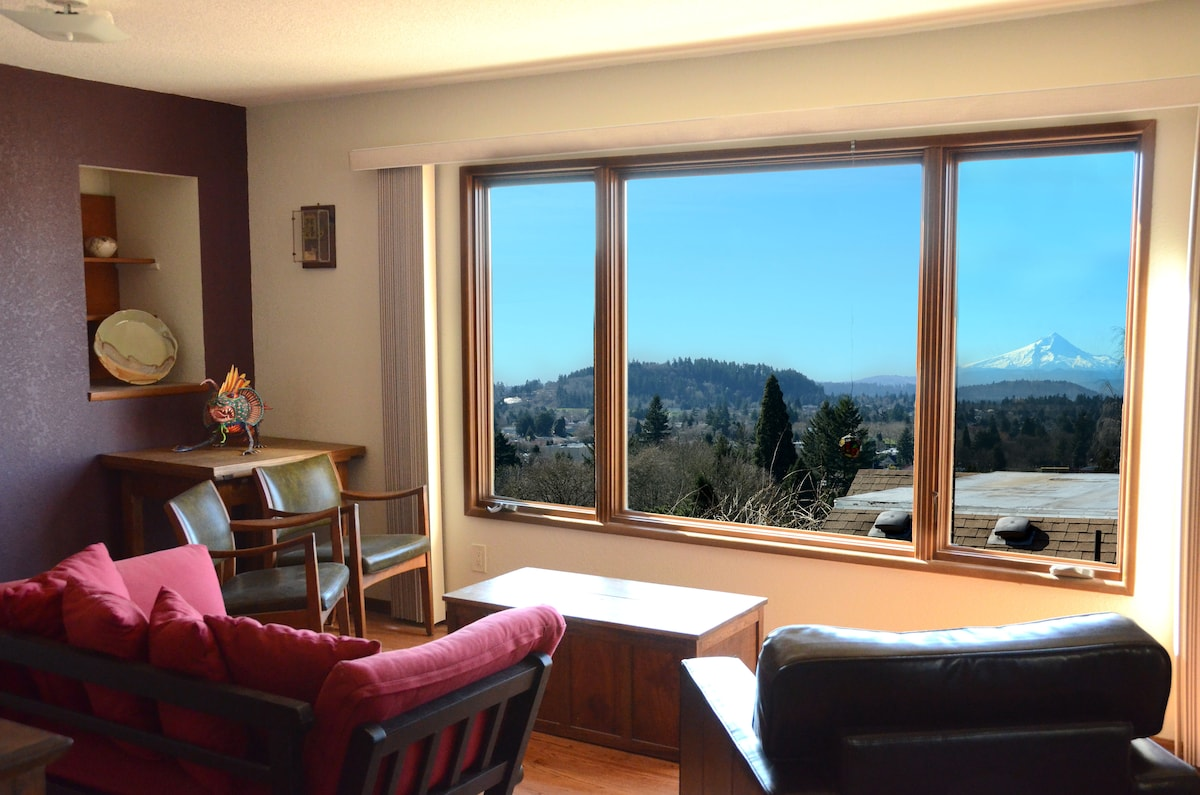 Sunny & Spacious Room-Mt Hood view!