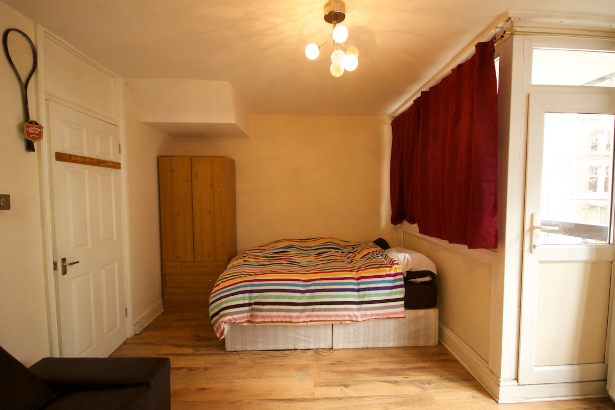Large Private room in Old Street