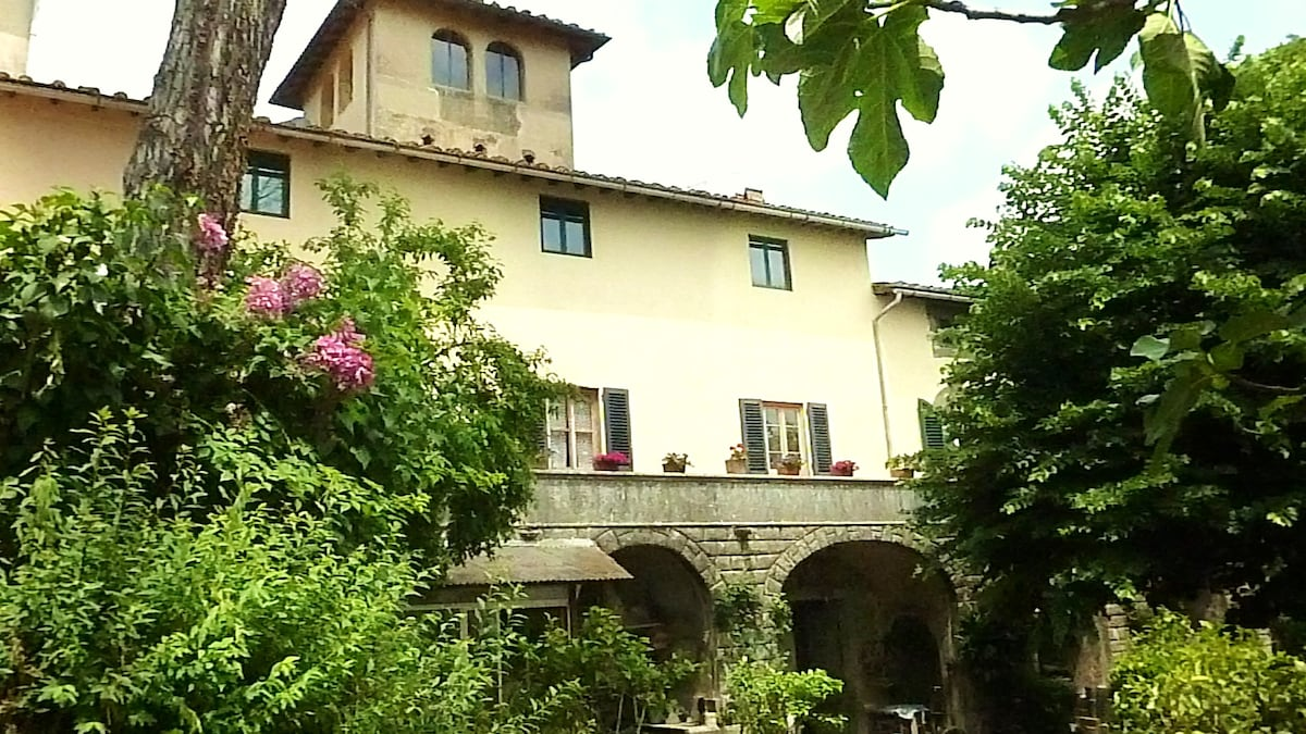 "BnB in historical Tuscan villa ""M"""