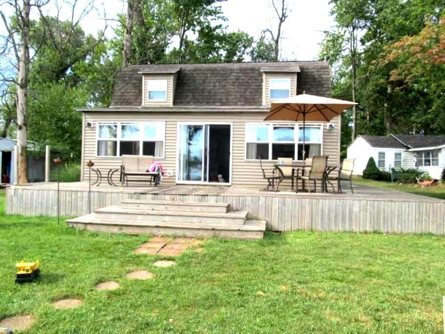 Lakefront Island Cottage - Hudson