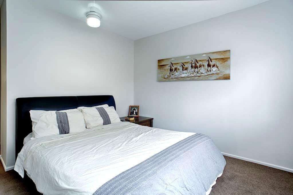 Master Bedroom + Ensuite near city - Coorparoo