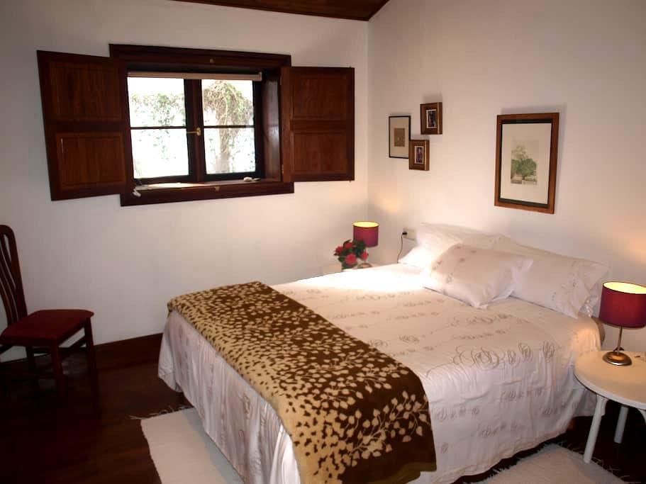Habitación  doble vestidor y baño - Pontevedra