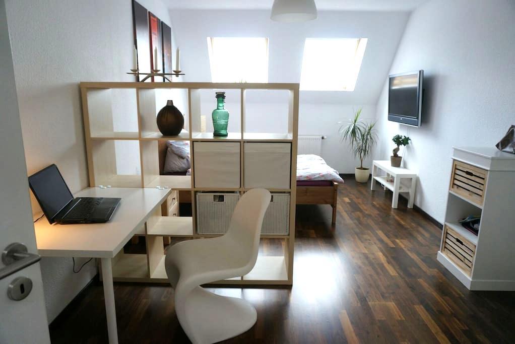 Beautiful roof top room in F'hain - Berlijn - Appartement