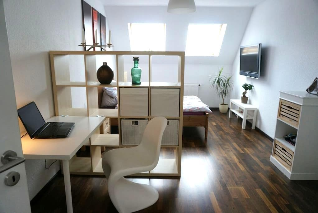 Beautiful roof top room in F'hain - Berlin - Apartment