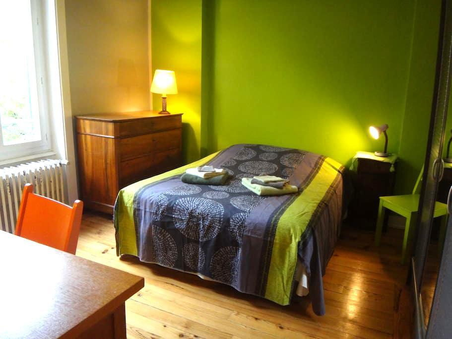 Chambre dans maison près de LYON - Tassin-la-Demi-Lune - Bed & Breakfast