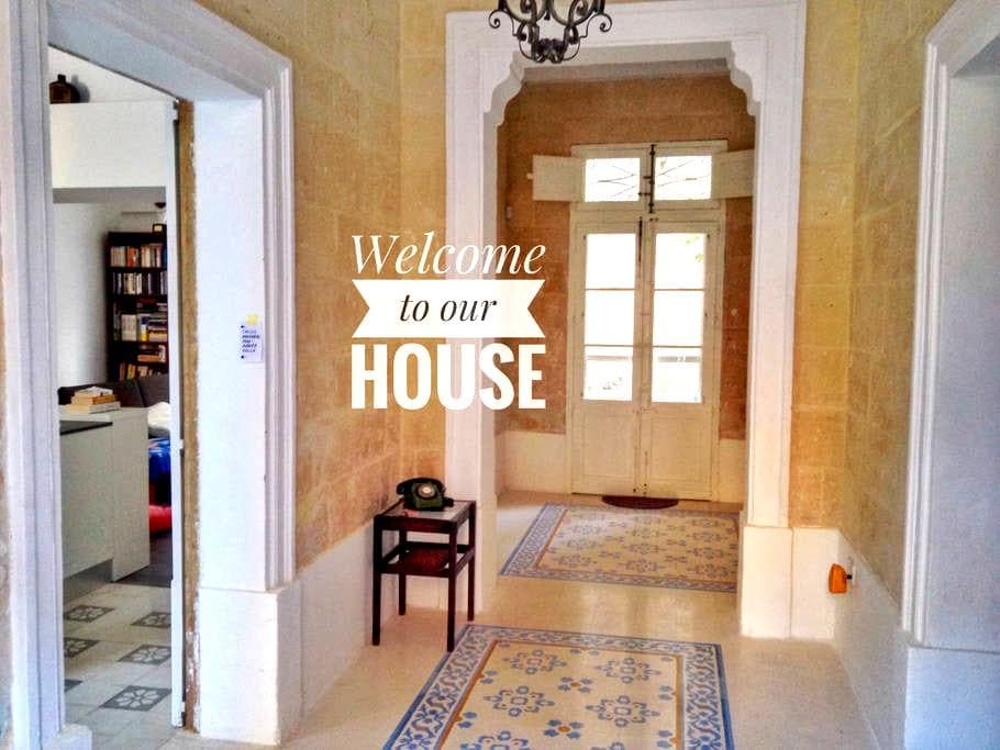 Book now: Charming and central Maltese townhouse - Birkirkara