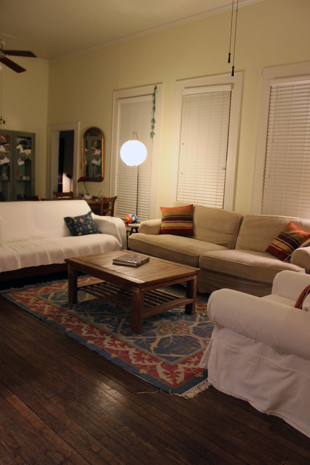 Living Room in the night - Plenty of room to lounge!