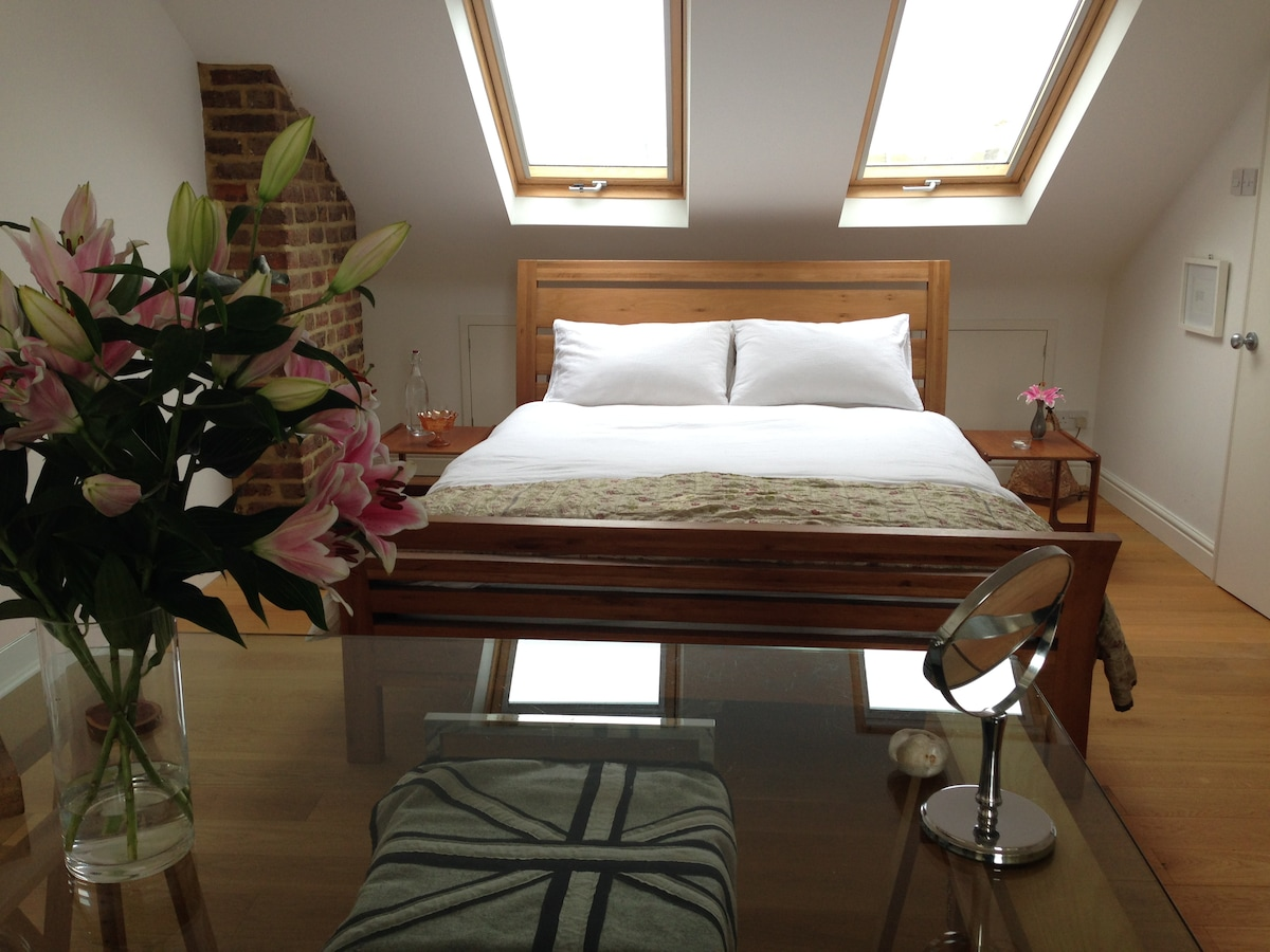Beautiful Spacious Loft & En Suite