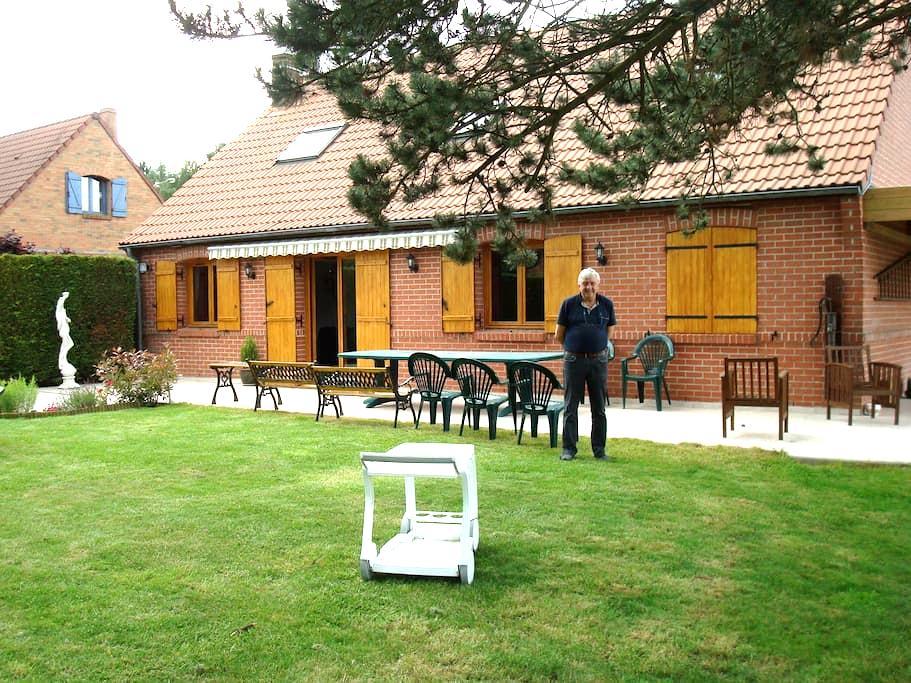 Chambre calme dans maison individuelle - La Chapelle-d'Armentières - Villa