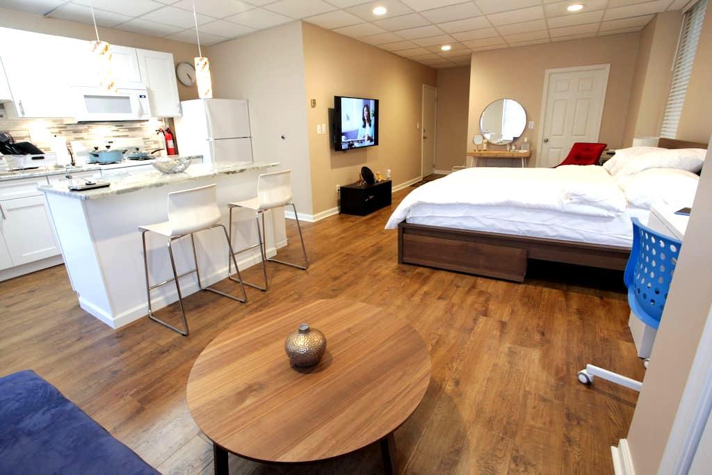 new modern luxury studio with brunch. - Philadelphia - Bed & Breakfast