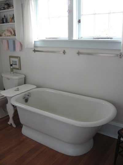 2nd floor bathroom with soaking tub