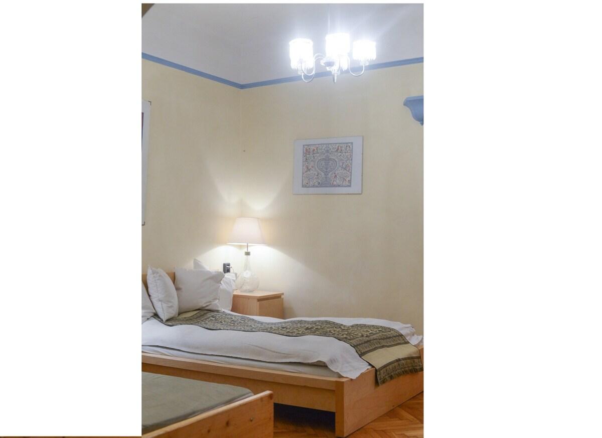 "Basilica Corner Apartment  ""aircon"""