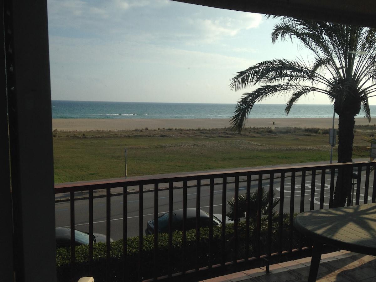 Beautiful beach-front flat