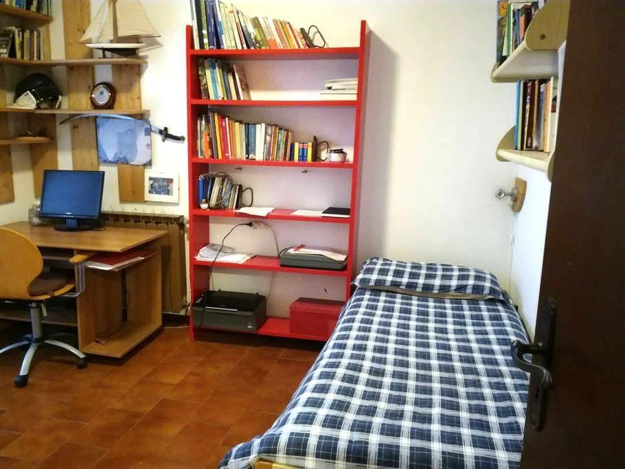 Stanza letto singolo, bagno privato - Parabiago - Casa