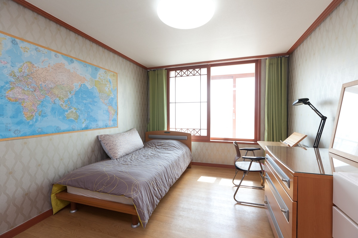 Two bedrooms near Seoul!