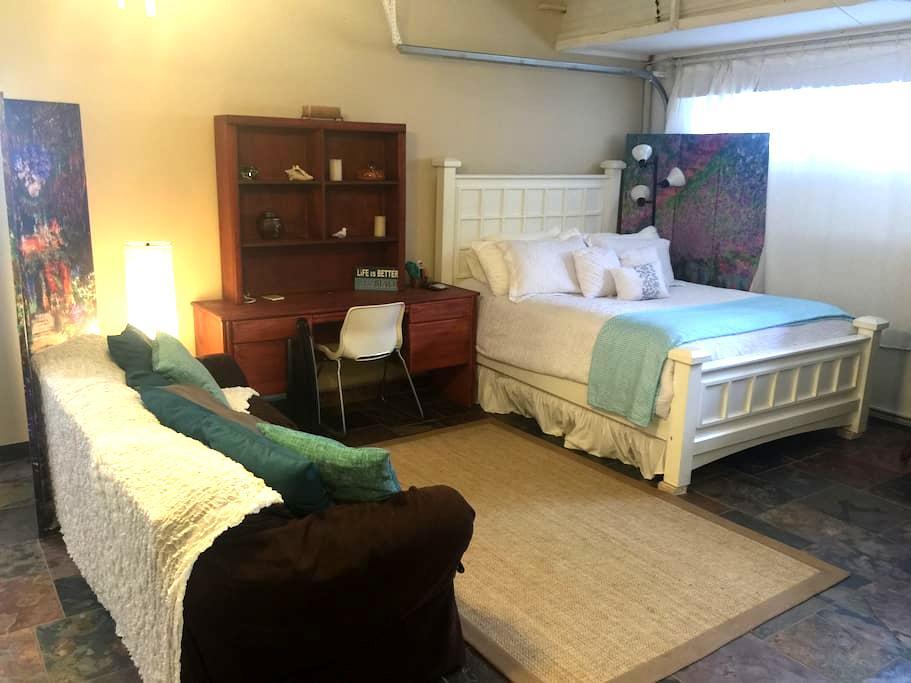 Private Retreat- Studio near downtown Encinitas! - Encinitas - Appartement
