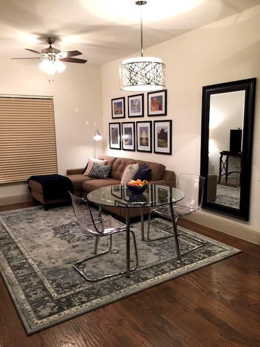 Garage apartment on 2 acre homesite - 맥키니 - 아파트