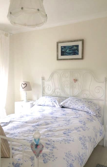 Double bedroom in Somerset character cottage. - Stoke Saint Michael - Haus