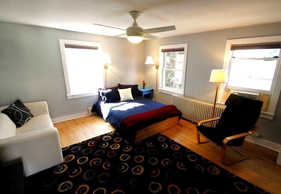 Funky apartment near Lake Champlain - Burlington - Apartamento