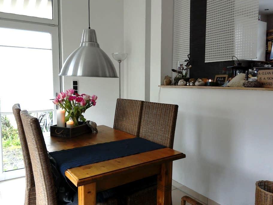 Ruhiges Zimmer + Garten/ Single room + garden - Francfort-sur-le-Main - Maison