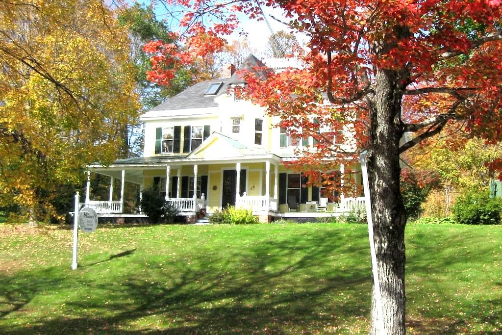 A Home Away From Home - Rockingham - Bed & Breakfast