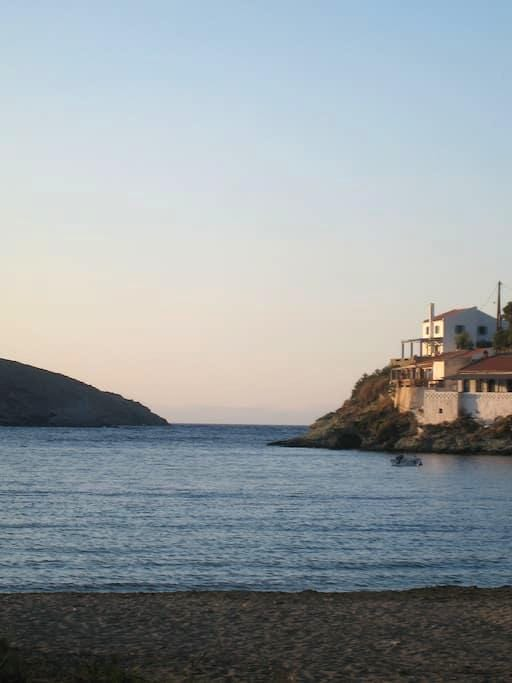 3 METERS FROM THE SEA!              - Kea Kithnos