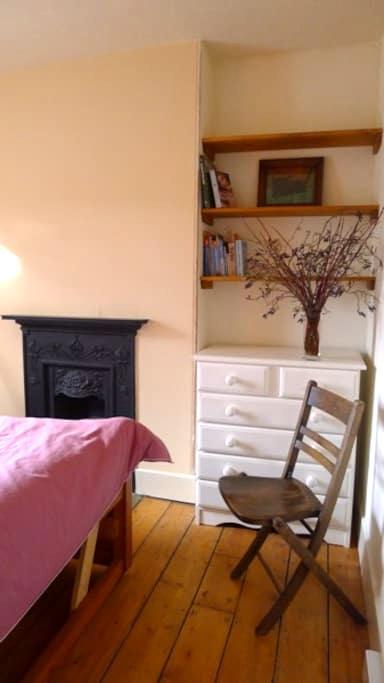 Living Lightly Accommodation-Room 2 - Totnes - Bed & Breakfast