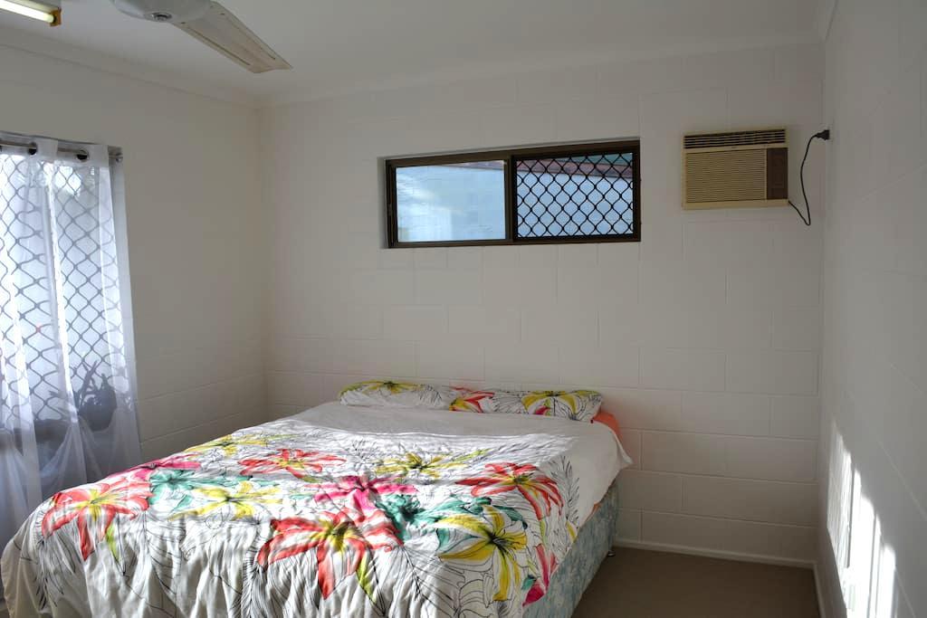 Pepperina Place - nice room, views, close to city - Mooroobool - Casa