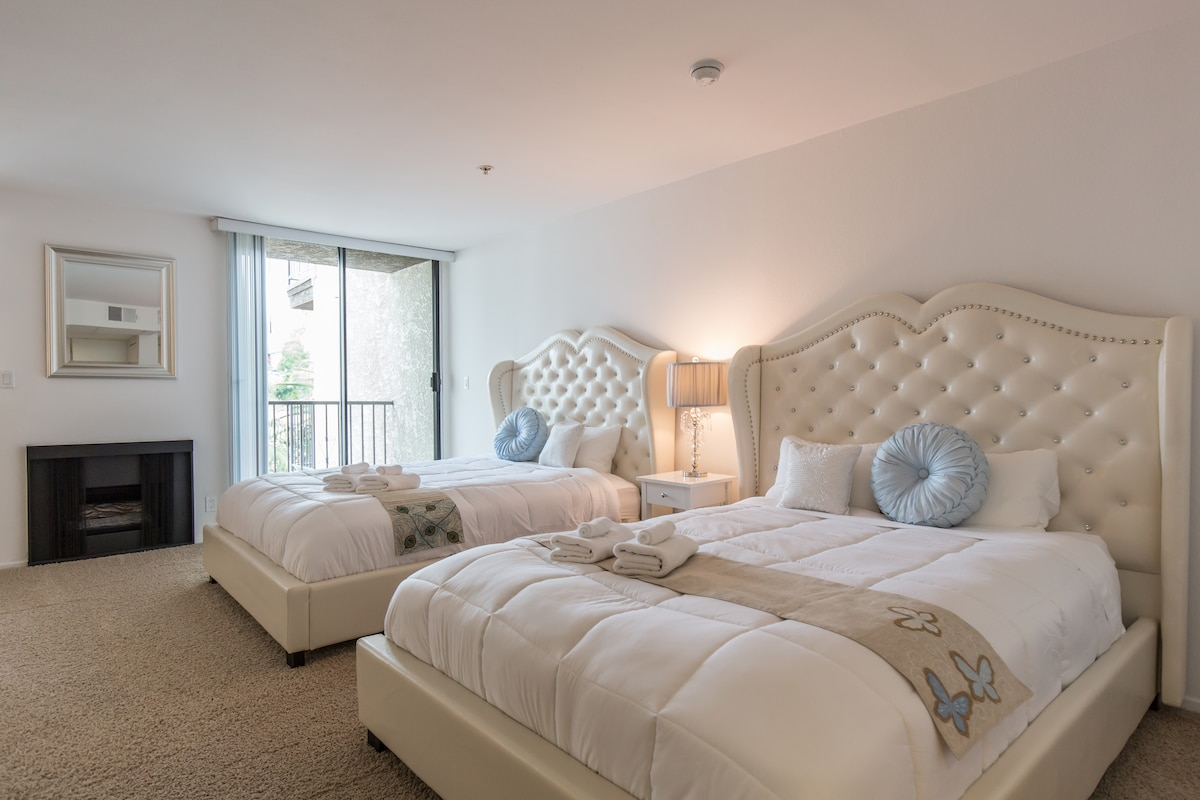 ENTIRE HOLLYWOOD FLAT -2 QUEEN BEDS